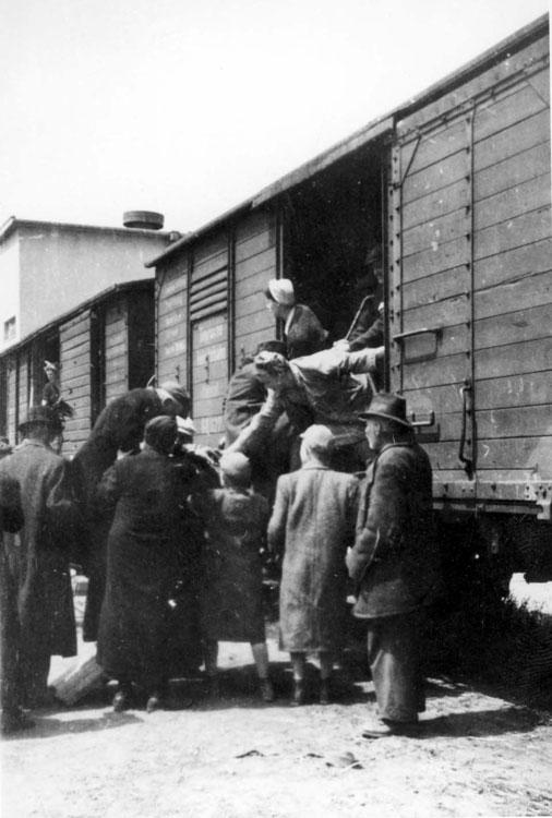 Deportation of Jews from Dunaszerdahely, Hungary, to Auschwitz, June 15, 1944