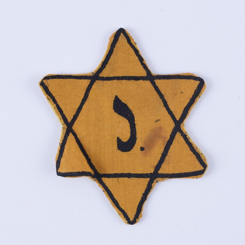 Jewish badge belonged to Efraim (Alfred) Stroch who fled to Belgium from Vienna after the outbreak of war.