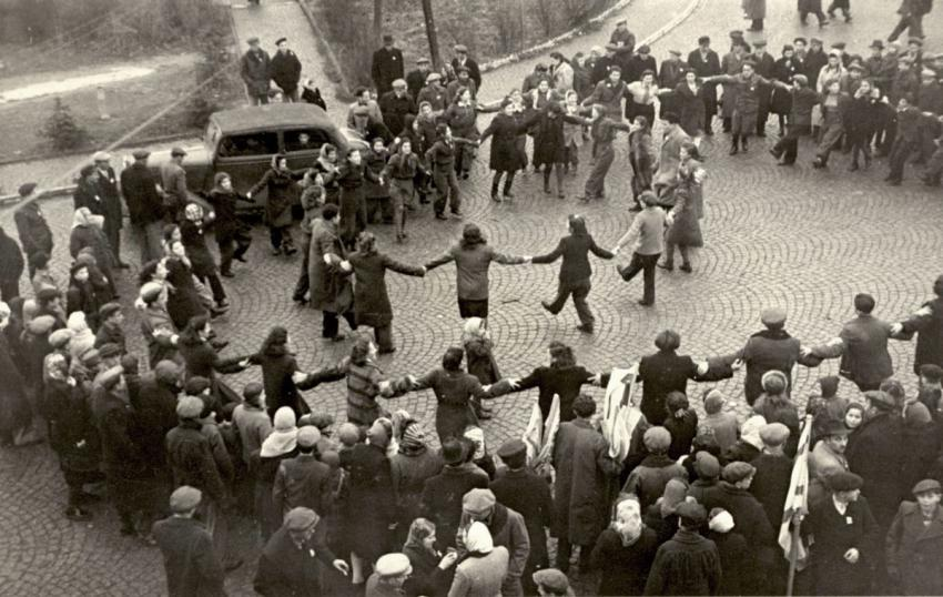 Jews dancing in Hasenhecke, Germany, after the UN decision for the establishment of a Jewish state in Eretz Israel, November 1947