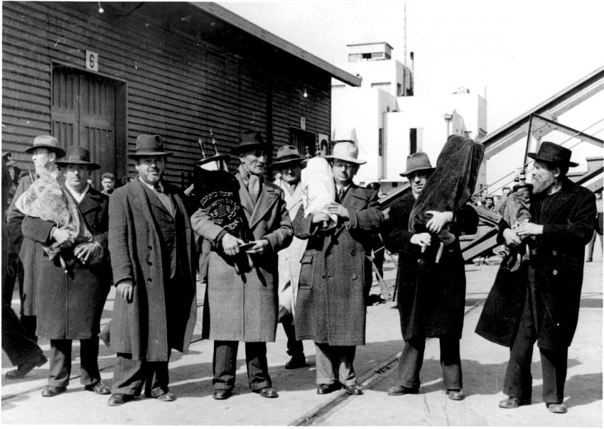 Immigrants from Shanghai arrive in Israel, March 1949
