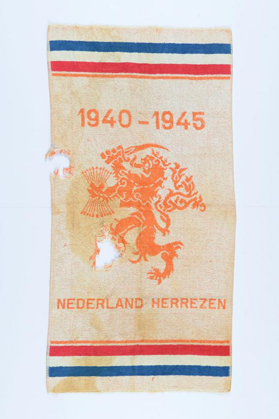 Towel produced by the Farberde factory in the city of Groningen, the Netherlands to mark the liberation of the Netherlands on 5 May 1945