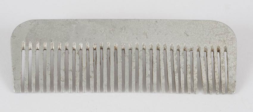 Comb that Rola Sochaczewski received in the Lodz ghetto in July 1944 as a gift for her 21st birthday