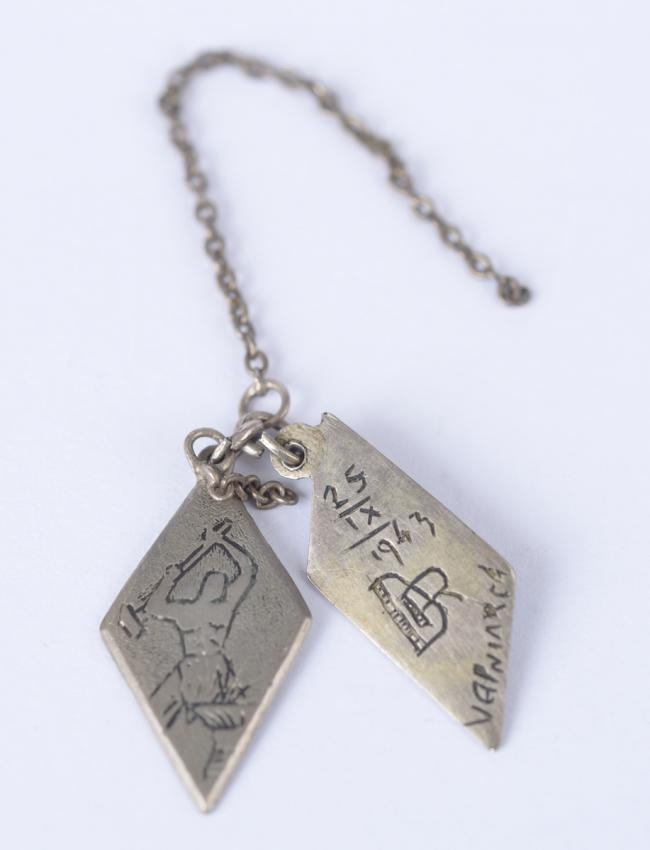 Pendant that Ben Zion Averbuch made in Rybnica prison for his girlfriend Rosa David, a short time before he was murdered