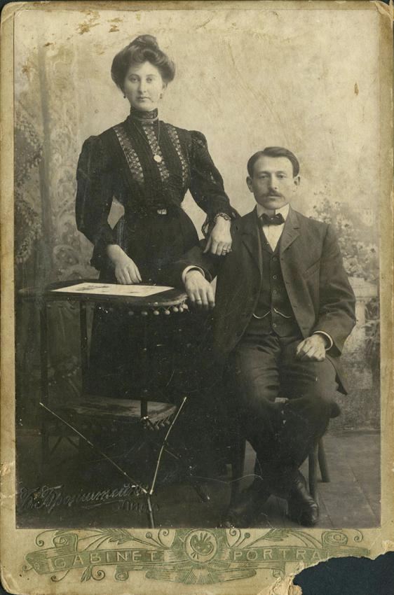 Engagement photo of Yaffa Eliach's maternal grandparents, Yitzhak Uri Katz and Alte Dwilanski, Eishishok, the Russian Empire, 1905