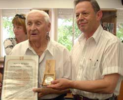 Nikolay Leschinger receiving medal and certificate from Dr. Mordecai Paldiel, Director of the Righteous Among the Nations Department