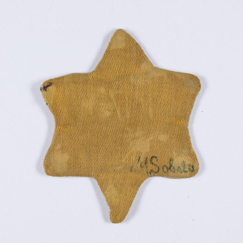 Jewish badge that belonged to Elias Sesolis who was imprisoned in the Kovno ghetto.