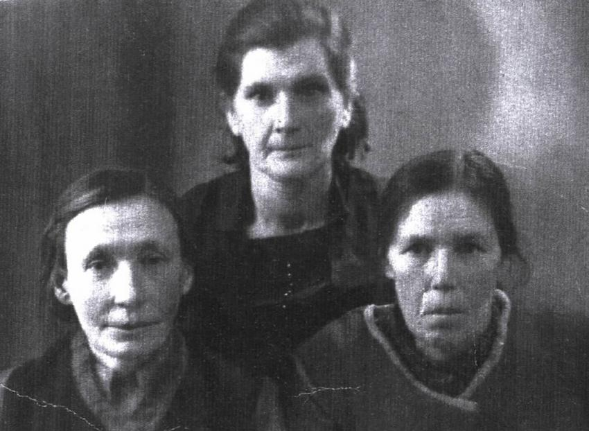 Maria Kazuczyk, in the center, with her two friends who visited Mira every two weeks