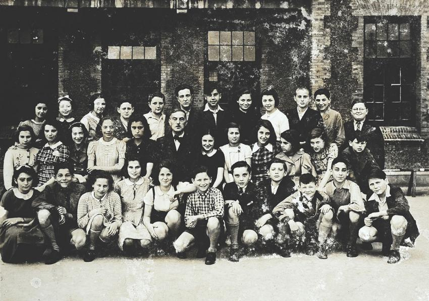 Helga Broh with her classmates in Shanghai, 1940