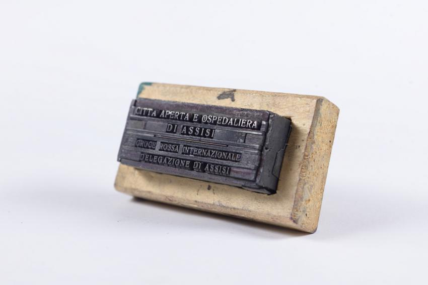 Hand stamp made by Luigi Brizi from Assisi, Italy to forge documents for Jews who sought refuge in the city during World War II
