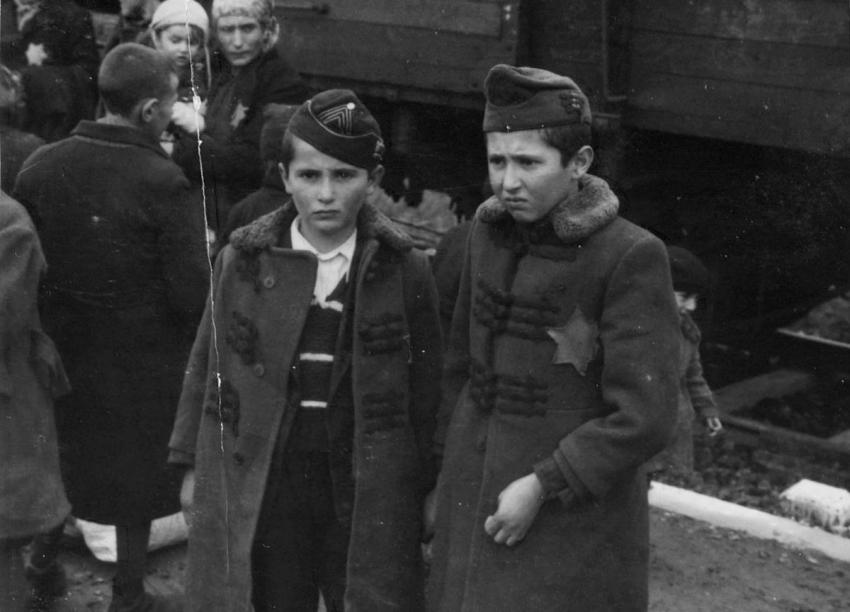 Photo 2: Transport arrival at Auschwitz-Birkenau – Lili's brothers Yisrael (Sril, left) and Zelig (right)