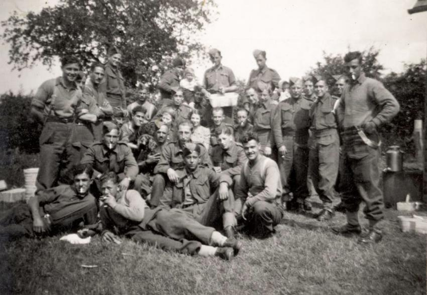 Volunteers from Eretz Israel during a break in their sapper training in Ranworth, Scotland, July 1940