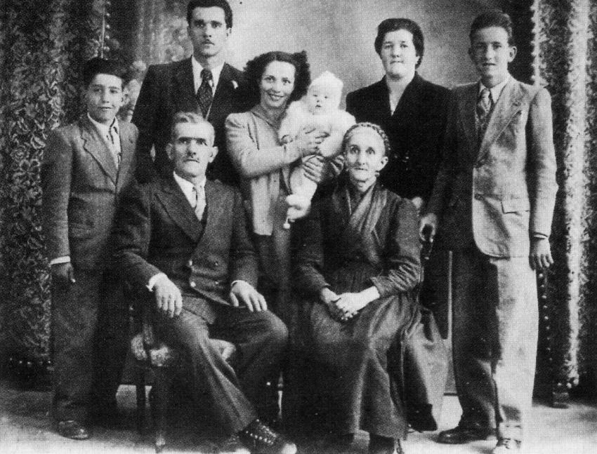 The Della Nave family. Seated, center: Righteous among the Nations Giovanni and Mariangela Della Nave
