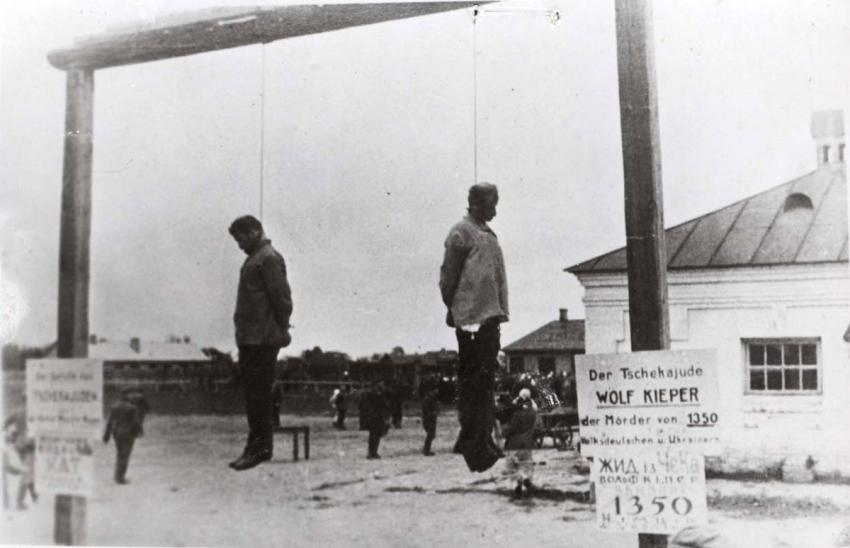The bodies of two Jewish judges, Wolf Kieper and Moshe Kagen, hanging on the gallows in Zhitomir, Ukraine, 7 August 1941