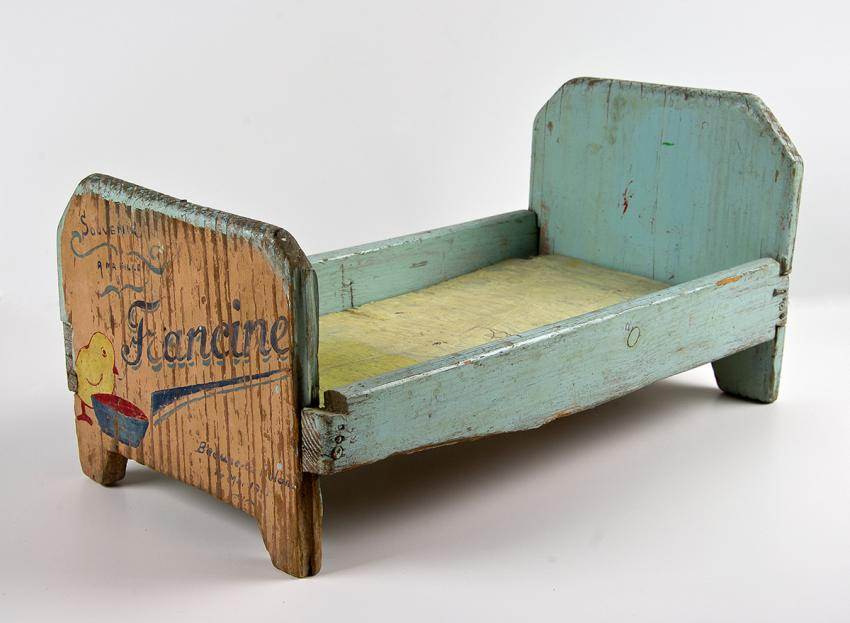 A doll's cradle, built by Icek Horonczyk for his daughter in Beaune-la-Rolande camp