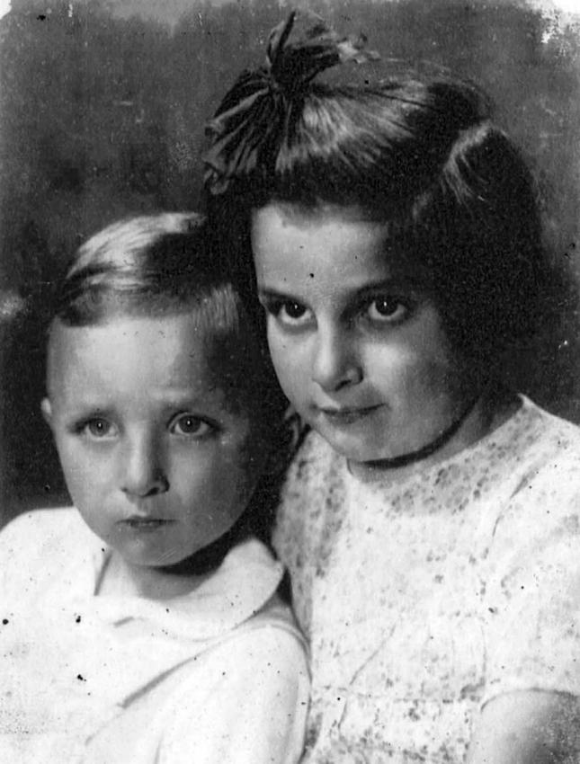 Siblings Krystina and Pavel Chiger, Lwow, 1941