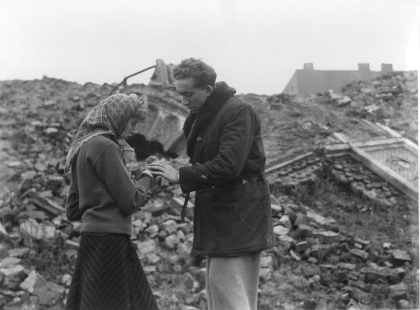 """The """"Bricha"""" activist Meir Levin and his wife near ruins after the war"""