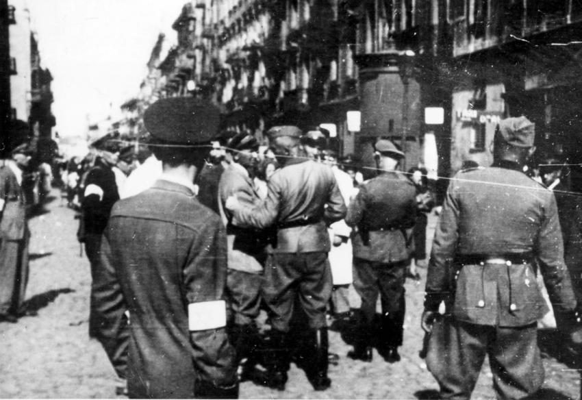 Jewish policemen and Germans during an aktion in the Warsaw Ghetto, August 7, 1942