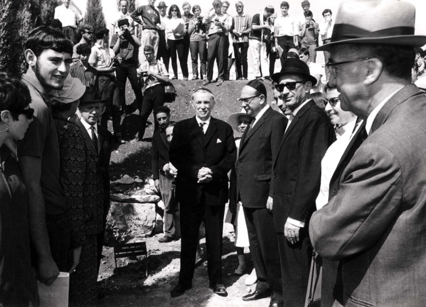 Tree planting ceremony in honor of Hermann Maas. Yad Vashem, 17.10.1967