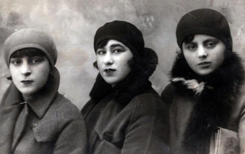 From right to left: Rachel Brandmesser, her cousin, Mindel Rothstein, Henya Kudlowicz