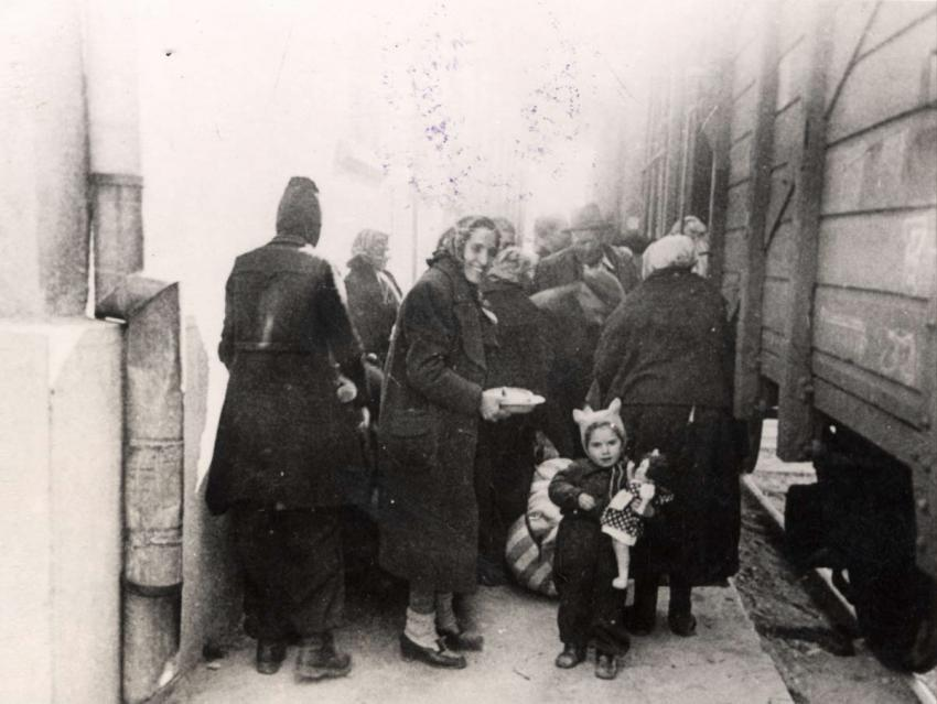 Woman and child being deported from Thrace, March 1943