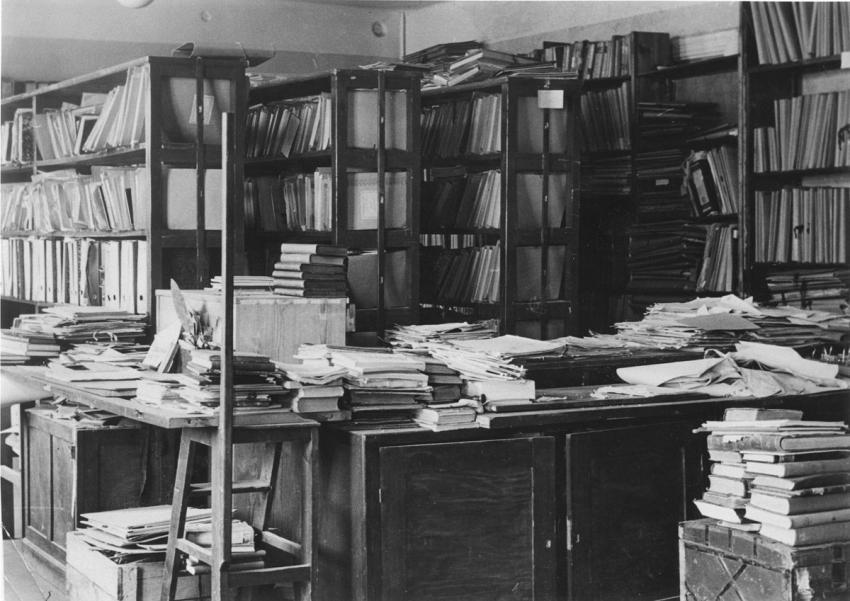 Shelves filled with books in YIVO, Vilna, April 1943