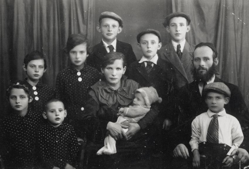 The Daich family, Lithuania, 1938. Center: Zeitel, mother. Shmuel is standing behind her and Chayke is on Shmuel's left
