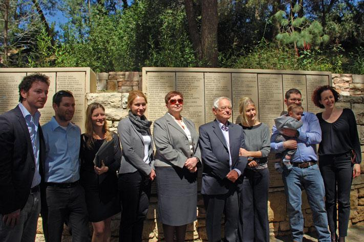 Holocaust survivor Dr. Avraham Horowitz's with his family and Malgorzata-Ana Gronek, granddaughter of Righteous Among the Nations Stanislaw and Regina Swida