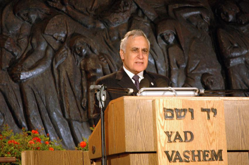 President Moshe Katsav speaking at the ceremony marking Holocaust Martyrs' and Heroes' Remembrance Day