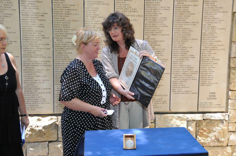 Presentation of the medal and certificate of honor to Krystyna Kudiuk, granddaughter of Jan & Julia Lisieczynski