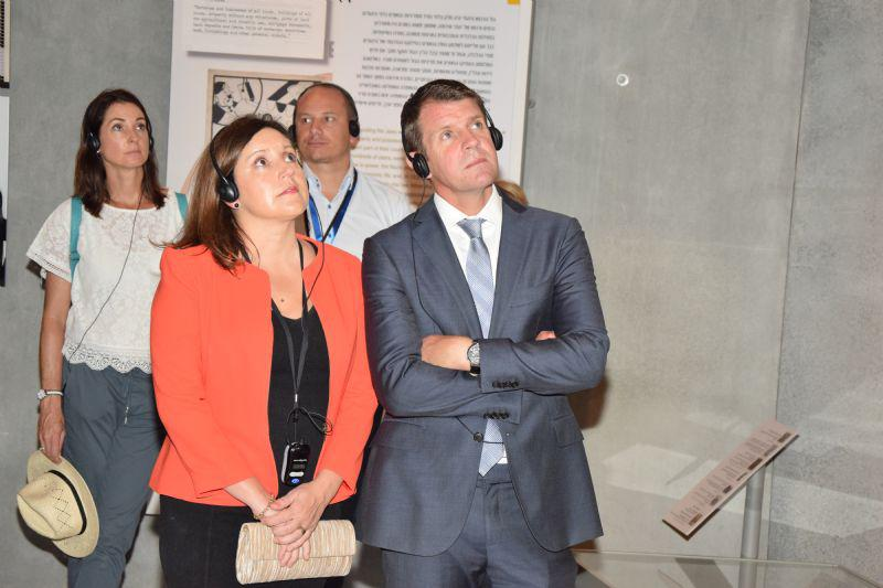 NSW Premier Mike Baird and his wife Kerryn tour the Holocaust History Museum