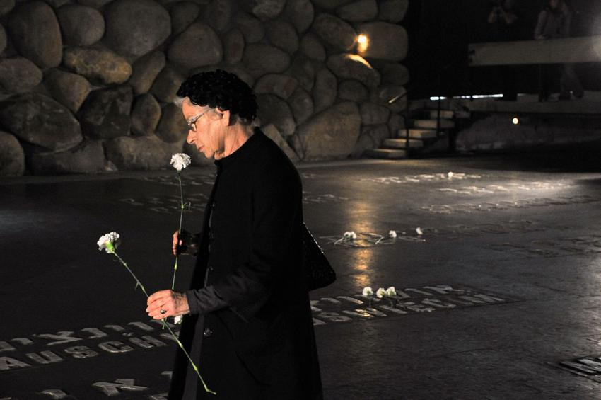 Marianne Gerstenfeld placing flowers in The Hall of Remembrance. Yad Vashem, 2009
