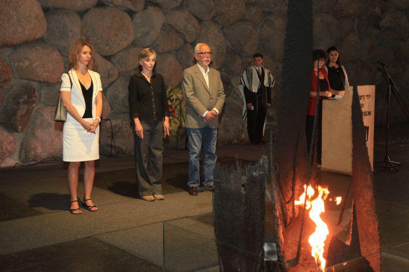 From left: Sonia Barbry, Representative of the French Embassy, Veronique Dorothy, granddaughter of Righteous Among the Nations Marie-Paule and Giovanni Angeli, and Holocaust survivor Henri Dzik at the ceremony in the Hall of Remembrance