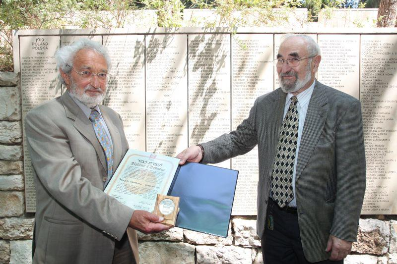 Jacky Offen of the Commission for the Designation of the Righteous presents Olivier de Menthon with the certificate and medal in honor of his grandfather, Henry de Menthon, Yad Vashem, 5 September 2012