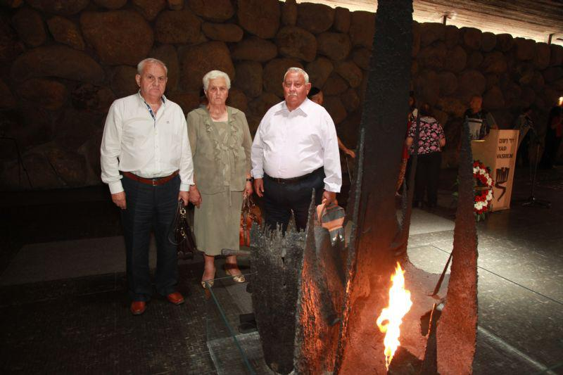 Evangelis, Helene and Michalis Voliotis rekindle the Eternal Flame in the Hall of Remembrance