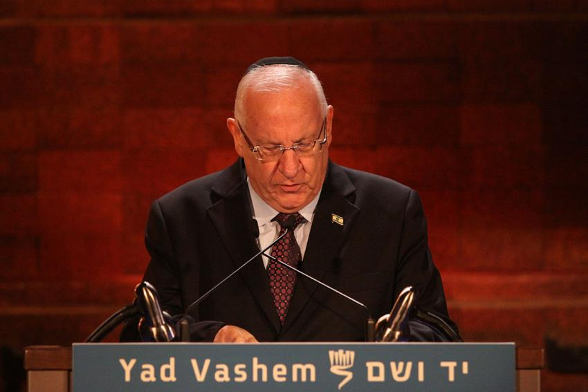 President Reuven Rivlin speaks at the opening ceremony on Holocaust Remembrance Day 2015