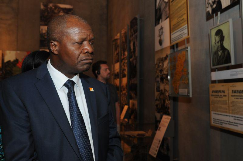 The Foreign Minister took a special tour of the Holocaust History Museum
