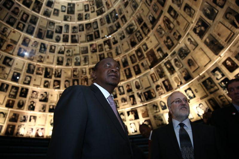 President Kenyatta was guided through the Hall of Names by Dr. Robert Rozett, Director of the Yad Vashem Libraries
