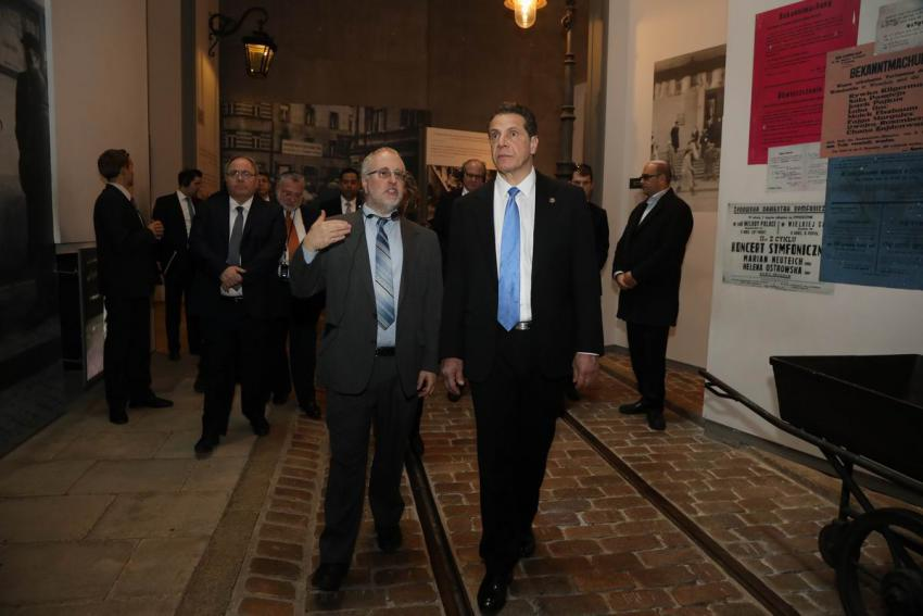 Governor Andrew Cuomo was guided through the Holocaust History Museum by Dr. Robert Rozett, Director of the Yad Vashem Libraries
