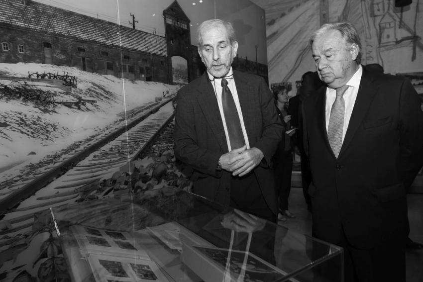 Secretary-General António Guterres tours the Yad Vashem Holocaust History Museum with Dr. David Silberklang