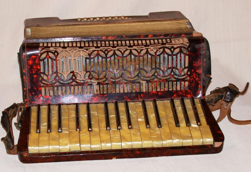Accordion that Shabetai Shemi from Bitola (Monastir), Macedonia received as a gift for his Bar Mitzva. The accordion was given to a friend for safekeeping when Shabetai was deported to the camps and murdered