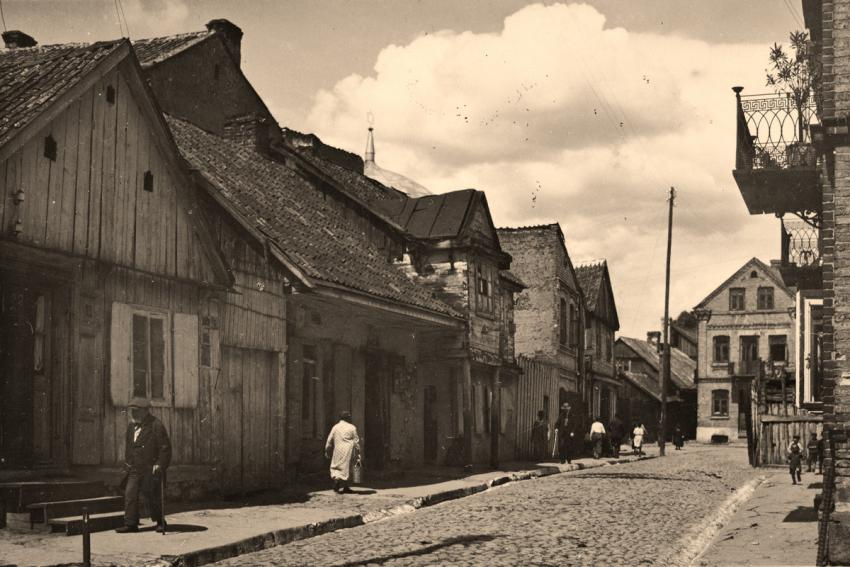 View of a street with wooden houses in prewar Bialystok, 1939. Courtesy: United States Holocaust Memorial Museum, Washington D.C., photograph no. 48323