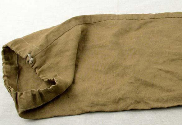 A small duffle bag given to Genia Wohlfeiler who worked in Oskar Schindler's factory in Brünnlitz