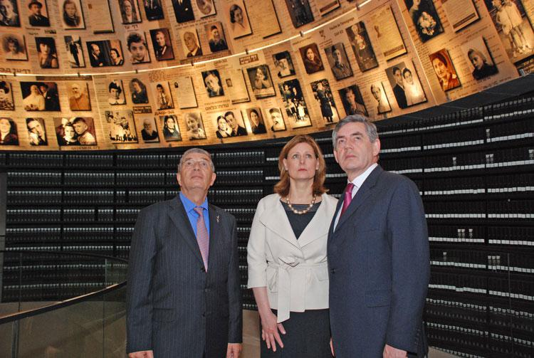 Prime Minister Gordon Brown and his wife Sarah accompanied by Chairman of the Yad Vashem Directorate Avner Shalev in the Hall of Names