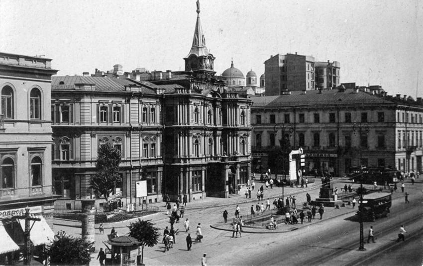 The Radyanska Square in Kiev, circa 1930