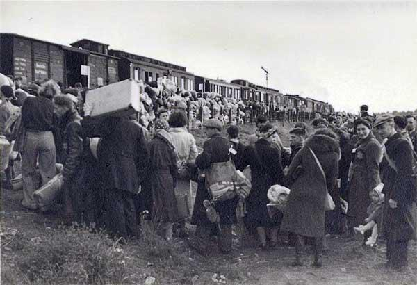Jews in Westerbork boarding the deportation train to Auschwitz