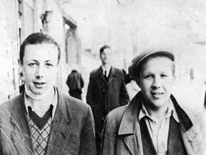 On the left, Kazik (Simha Rotem). On the right, Stefan Szwarski, a Pole whose aunt hid Kazik in her house after the Warsaw Ghetto Uprising. In the background, behind them, Antek (Yizhak) Zuckerman.