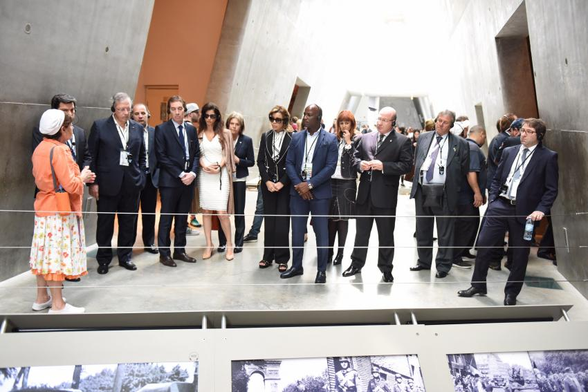 The mayors received a guided tour of the Holocaust History Museum