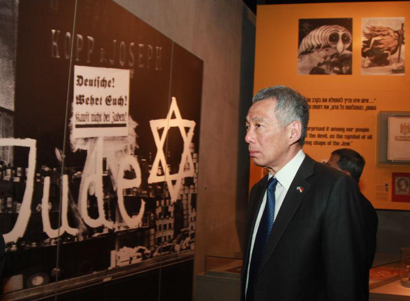 Prime Minister Lee Hsien Loong of Singapore toured the Holocaust History Museum