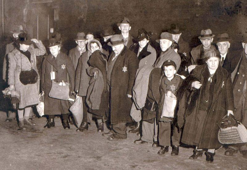 Teaching about Perpetrators: A Case Study about a Deportation of German Jews from Düsseldorf to Riga