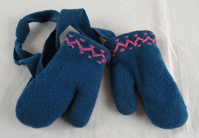 Pair of Mittens made by Zipora Cohen in the Kovno Ghetto for her Daughter Hinda